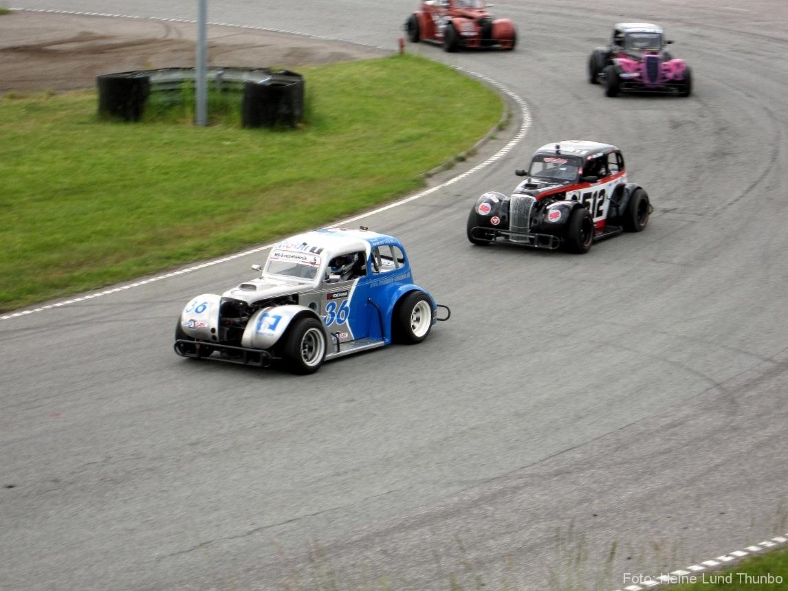 TMS Racing, den grå/blå Legend Car i front :-)